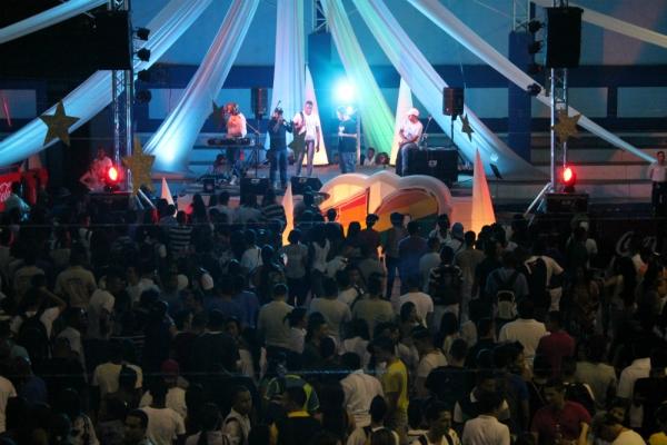 La Fiesta Neón dará la bienvenida al semestre 2014B