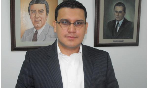 Docente santiaguino promueve debate sobre   creación de la Corte Penal de Unasur