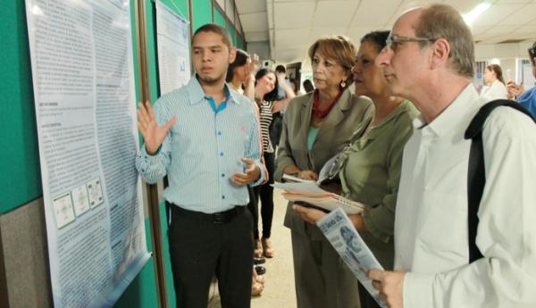 Estudiantes socializan proyectos de investigación