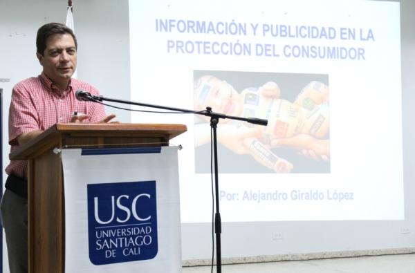 Santiaguinos conocieron funciones y alcances de la SIC