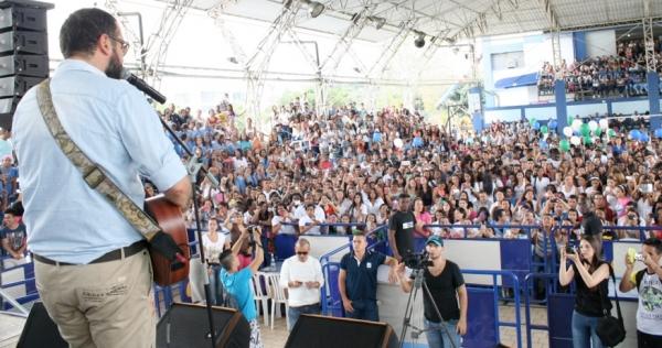 La USC disfrutó del conversatorio con el cantautor  Santiago Cruz