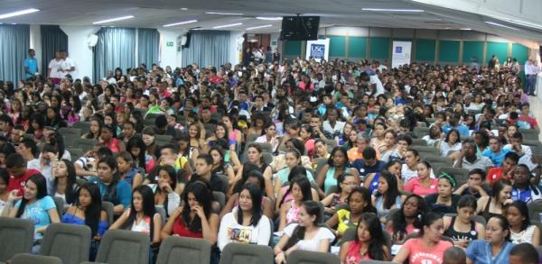 2.000 jóvenes iniciaron en la Santiago su camino al éxito