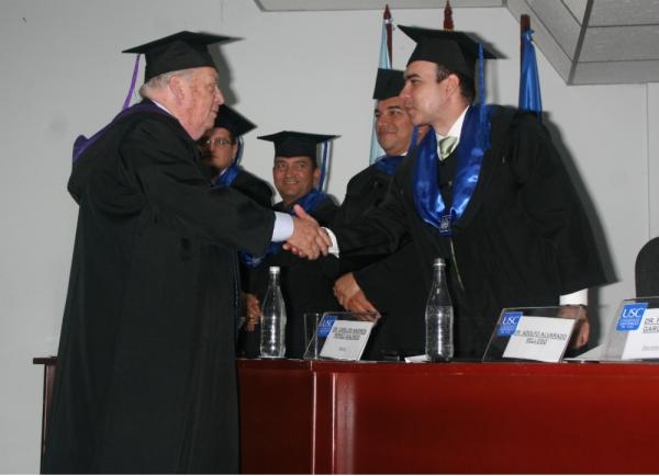 Honoris Causa otorgado al Profesor Adolfo Alvarado Velloso