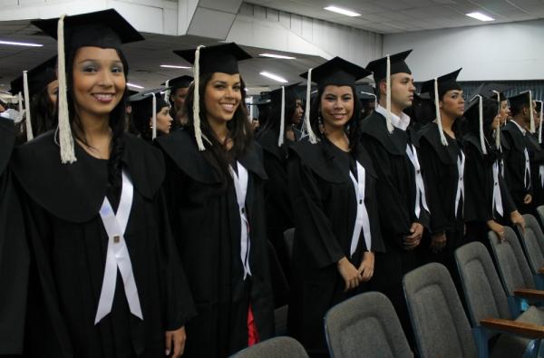 Egresados de la Santiago recibirán financiación para estudios de Maestría y Doctorado